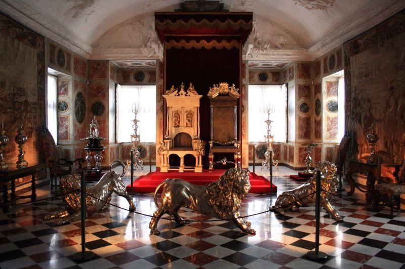Exposition « Trônes en majesté, l'autorité et son symbole » - Page 2 Rosenborg_Slot_Castle_Copenhagen46