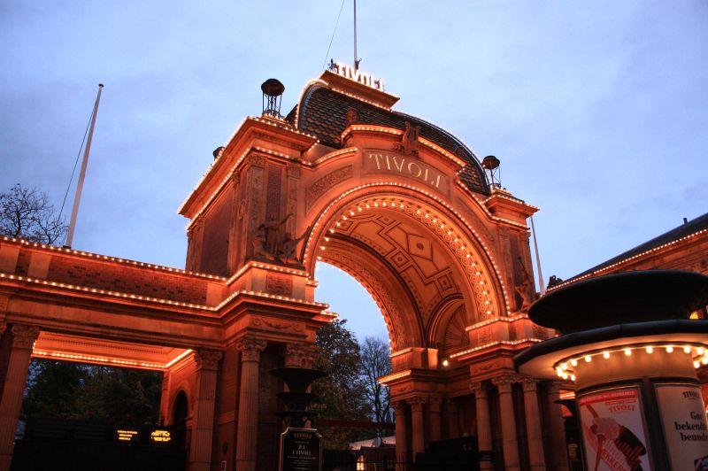 [Danemark] Tivoli Gardens (1843) Tivoli_Gardens_Gate05