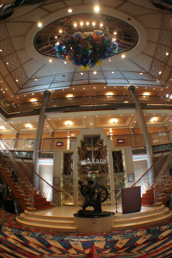 gal/Disney_Cruise_Line/Grand_Escalier/IMG_8734.JPG