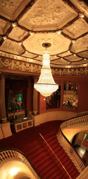 gal/Musical_Theatres/Chicago_-_Det_Ny_Teater/grand_staircase.jpg
