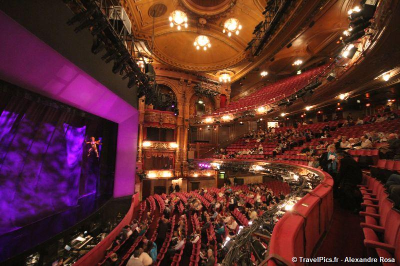 gal/Musical_Theatres/Sister_Act_-_London_Palladium/Sister_Act_Musical_London_Palladium_Whoopy_Goldberg32.jpg