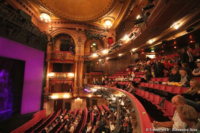 gal/Musical_Theatres/Sister_Act_-_London_Palladium/Sister_Act_Musical_London_Palladium_Whoopy_Goldberg42.jpg