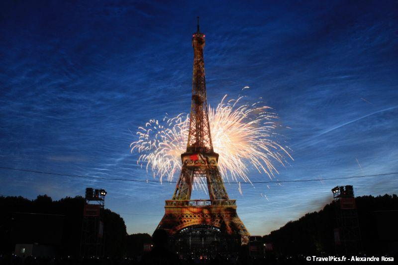 gal/evenements/14_Juillet_-_Feux_Artifices/14_Juillet_2009_Feux_Artifices_Tour_Eiffel031.jpg