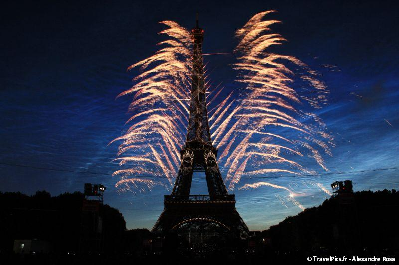 gal/evenements/14_Juillet_-_Feux_Artifices/14_Juillet_2009_Feux_Artifices_Tour_Eiffel053.jpg