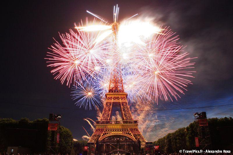 14_Juillet_2009_Feux_Artifices_Tour_Eiffel120.jpg