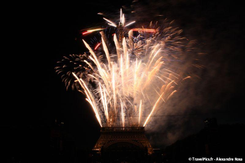 gal/evenements/14_Juillet_-_Feux_Artifices/14_Juillet_2009_Feux_Artifices_Tour_Eiffel129.jpg