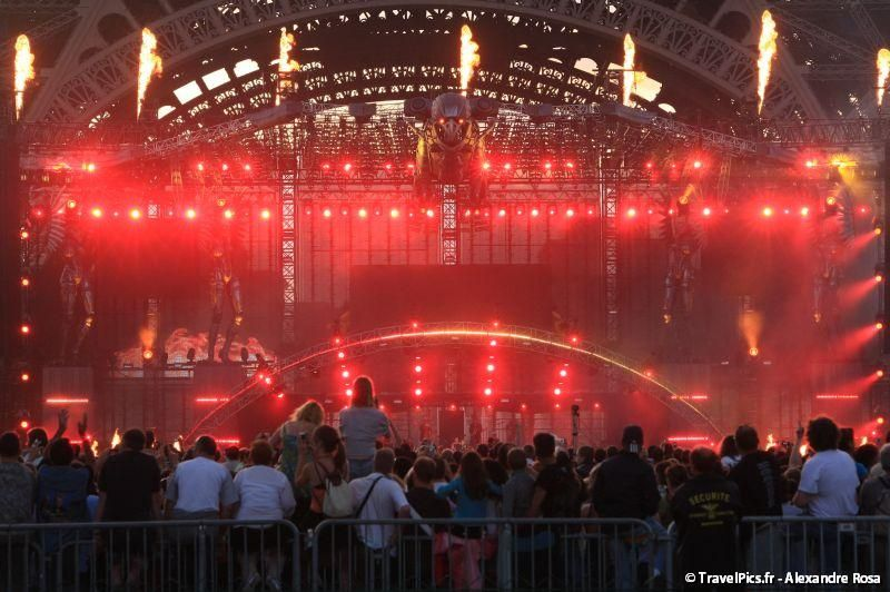 gal/evenements/14_Juillet_-_Feux_Artifices/Concert_Johnny_Hallyday/Johnny_Hallyday_Concert_14_Juillet_2009_Tour_Eiffel300.jpg