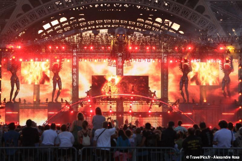 gal/evenements/14_Juillet_-_Feux_Artifices/Concert_Johnny_Hallyday/Johnny_Hallyday_Concert_14_Juillet_2009_Tour_Eiffel304.jpg